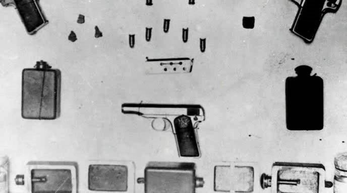 4 Pistolas, 6 bombas e pílulas para suicídio